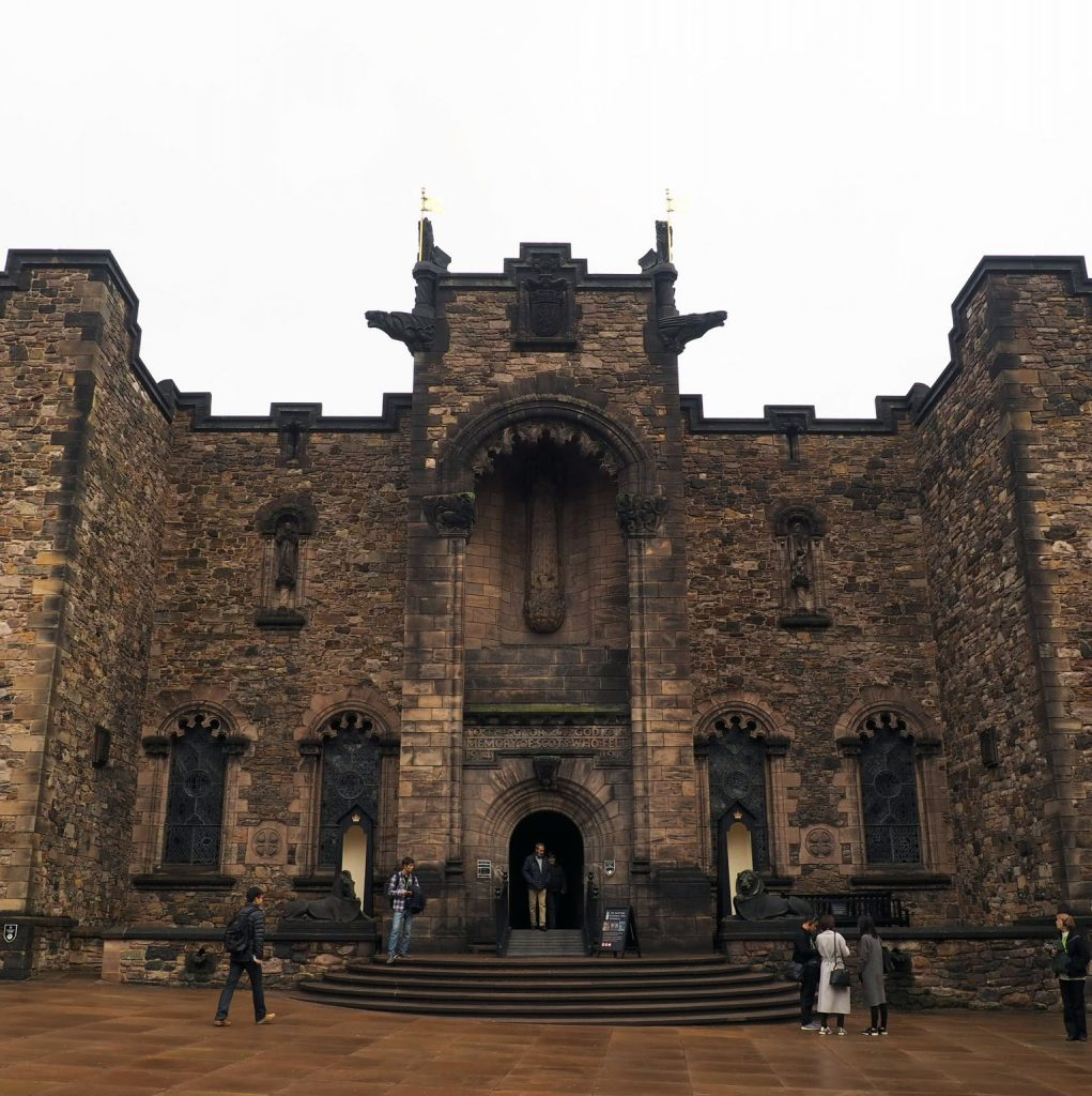 edinburgh castle theme walk